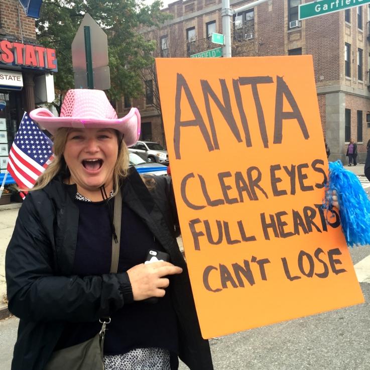 Amiga Bills cheers me on in Brooklyn
